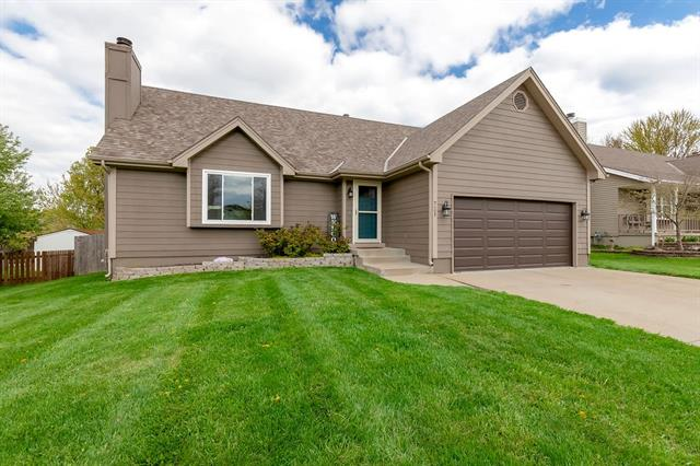 721 NE Aaron Drive Property Photo - Lee's Summit, MO real estate listing
