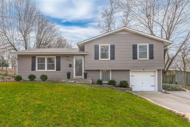 6917 HALSEY Drive Property Photo - Shawnee, KS real estate listing