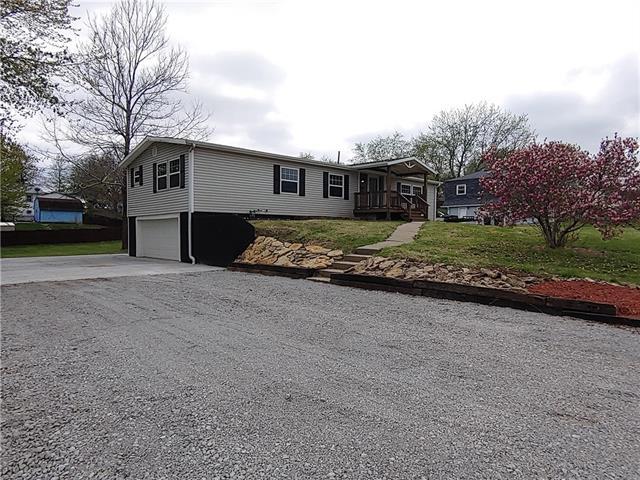 308 W Swenson Drive Property Photo - Savannah, MO real estate listing