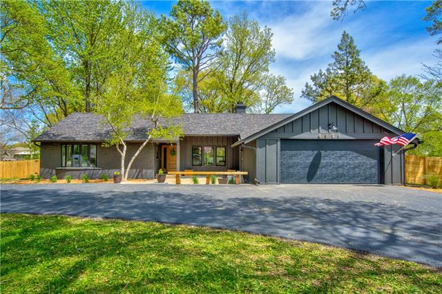 8221 Briar Street Property Photo - Prairie Village, KS real estate listing