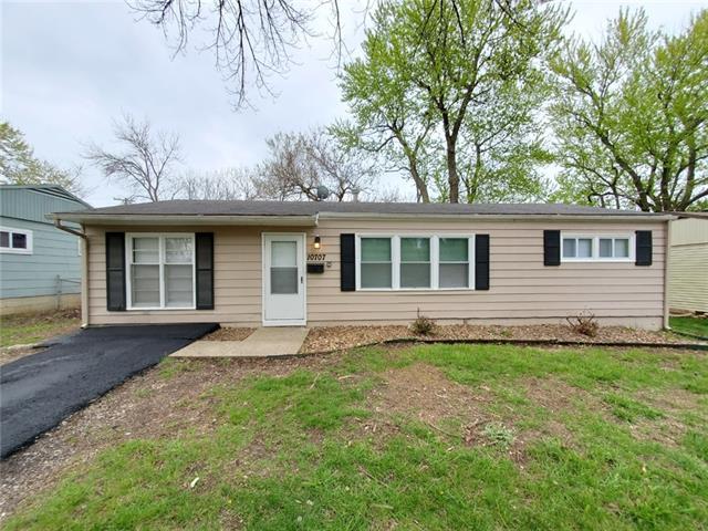 10707 Ewing Drive Property Photo - Kansas City, MO real estate listing