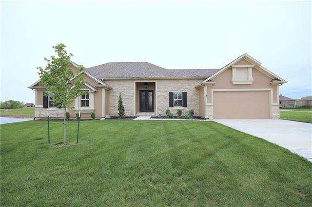 703 SW Eagle Drive Property Photo - Oak Grove, MO real estate listing