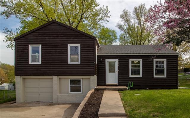 1519 NE Englewood Road Property Photo - Kansas City, MO real estate listing
