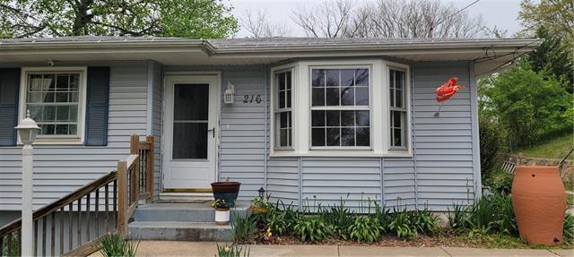 216 NW 61st Street Property Photo - Gladstone, MO real estate listing