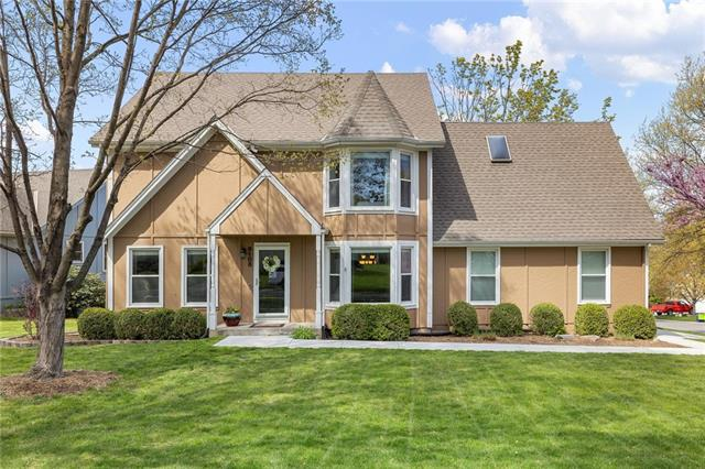 8108 Lichtenauer Drive Property Photo - Lenexa, KS real estate listing