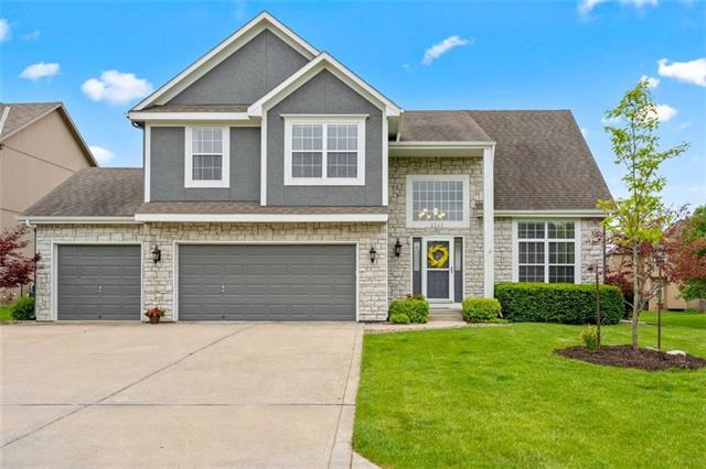 1141 SW Blazing Star Court Property Photo - Lee's Summit, MO real estate listing