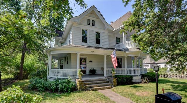 615 W Clay Avenue Property Photo