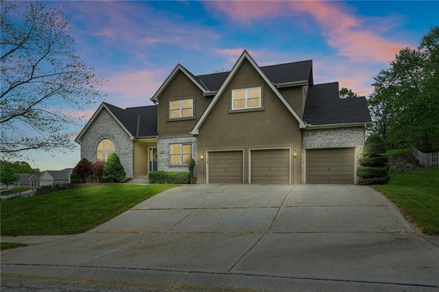 208 Camelot Drive Property Photo - Liberty, MO real estate listing