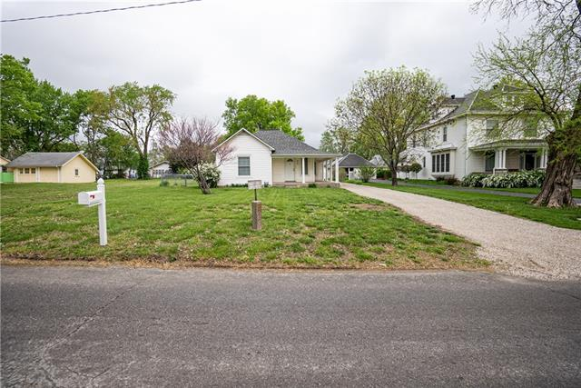 515 W 7th Avenue Property Photo - Garnett, KS real estate listing