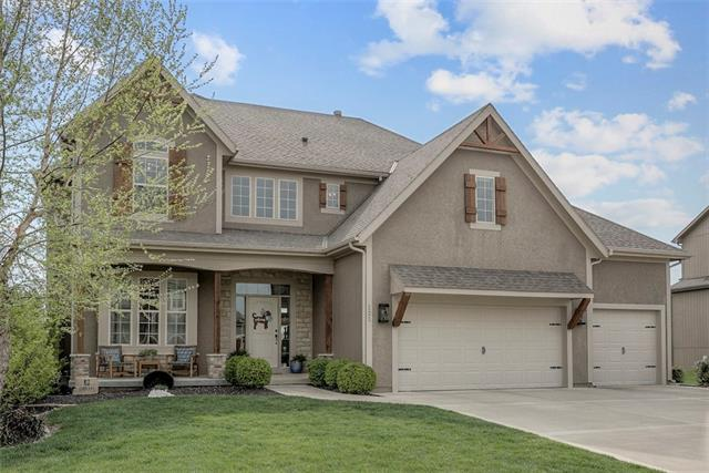 121 NW Whitman Drive Property Photo - Lee's Summit, MO real estate listing
