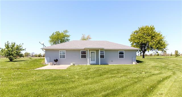 477 SE 1051 Road Property Photo - Knob Noster, MO real estate listing