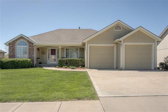 813 W 8th Avenue Property Photo - Kearney, MO real estate listing