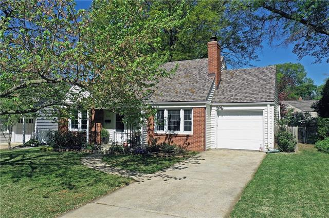 5220 Sherwood Drive Property Photo - Roeland Park, KS real estate listing
