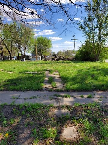 915 Miami Street N/A Property Photo - Hiawatha, KS real estate listing