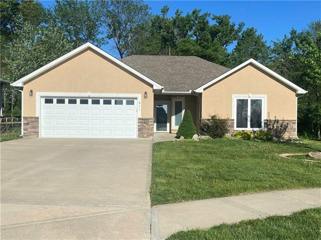 611 Oakmont Drive Property Photo - Warrensburg, MO real estate listing