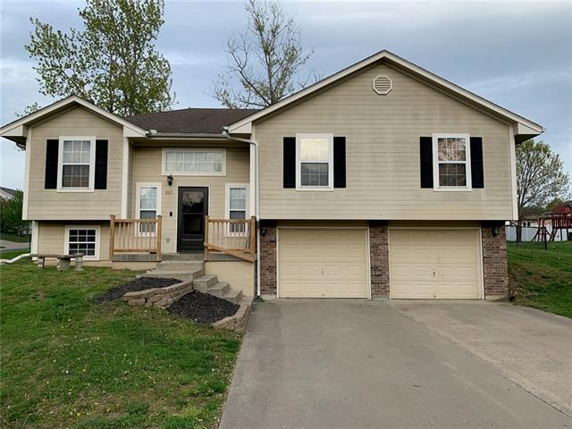 801 Tall Chief Street Property Photo - Buckner, MO real estate listing