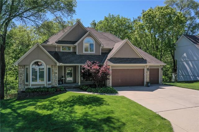 600 NW Highcliffe Drive Property Photo - Lee's Summit, MO real estate listing