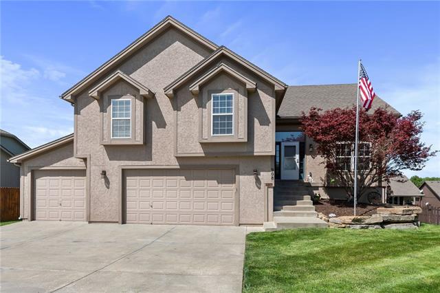 908 Crestridge Drive Property Photo - Kearney, MO real estate listing