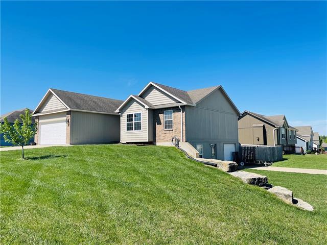 942 N Hickory Drive Property Photo - Tonganoxie, KS real estate listing