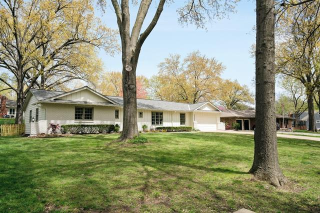 2308 W 104th Terrace Property Photo - Leawood, KS real estate listing