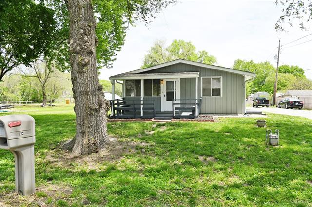 215 S 7th Street Property Photo - Edwardsville, KS real estate listing