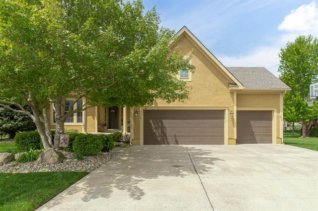 6110 Woodstock Street Property Photo - Shawnee, KS real estate listing