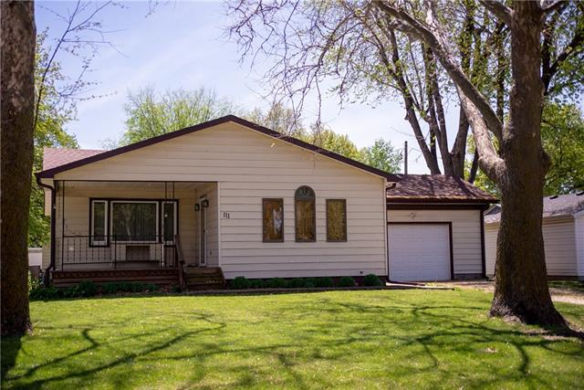 111 Cheyenne Avenue Property Photo - Hiawatha, KS real estate listing