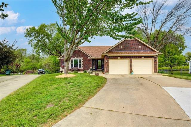 18502 E Ponca Court Property Photo - Independence, MO real estate listing