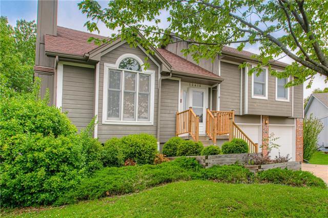 12416 S Mullen Circle Property Photo - Olathe, KS real estate listing