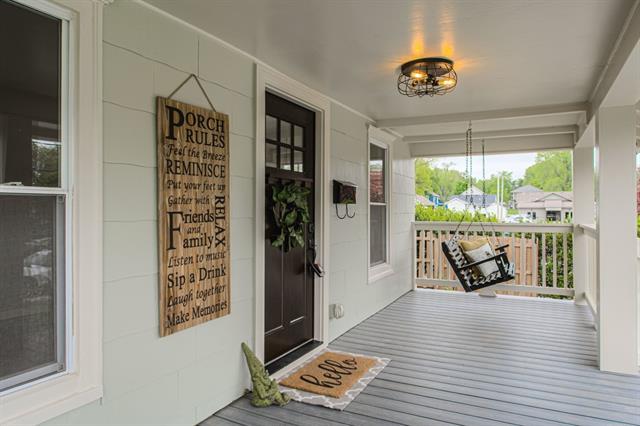 209 SE Grand Avenue Property Photo - Lee's Summit, MO real estate listing