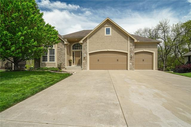321 NE Viewpark Drive Property Photo - Lee's Summit, MO real estate listing