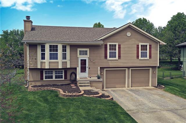 104 S Huntsman Boulevard Property Photo - Raymore, MO real estate listing