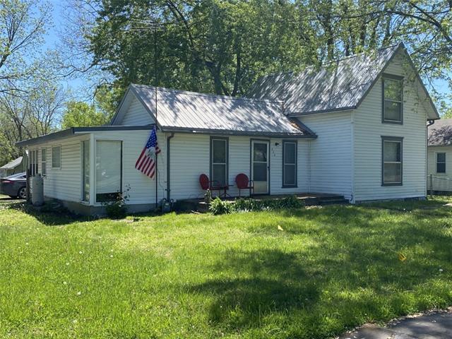 204 E 10th Street Property Photo