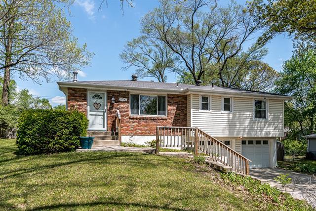 3700 NW 56th Street Property Photo - Kansas City, MO real estate listing