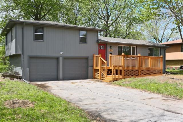 6814 N Tracy Avenue Property Photo - Gladstone, MO real estate listing