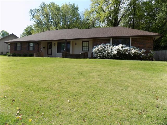 6900 Lakeshore Drive Property Photo - Raytown, MO real estate listing