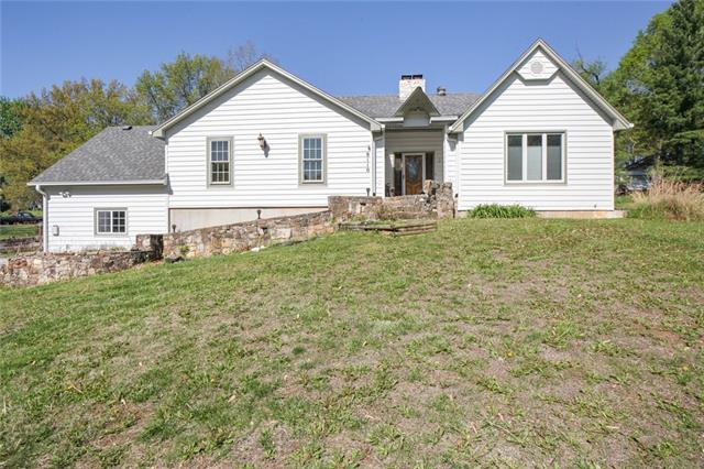 8110 NW Potomac Avenue Property Photo - Weatherby Lake, MO real estate listing