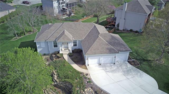 613 NW Edgewood Drive Property Photo - Lee's Summit, MO real estate listing
