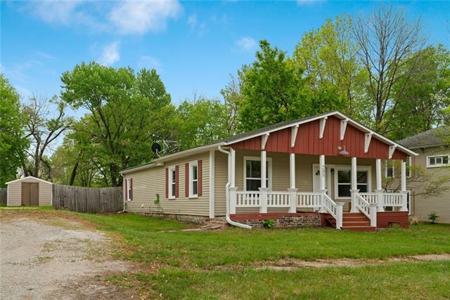 205 Center Street Property Photo - Lathrop, MO real estate listing