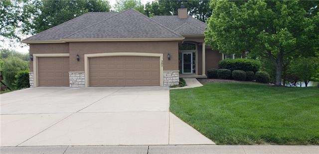 207 Shoreline Drive Property Photo - Louisburg, KS real estate listing
