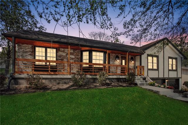 1704 NE 68TH Place Property Photo - Kansas City, MO real estate listing