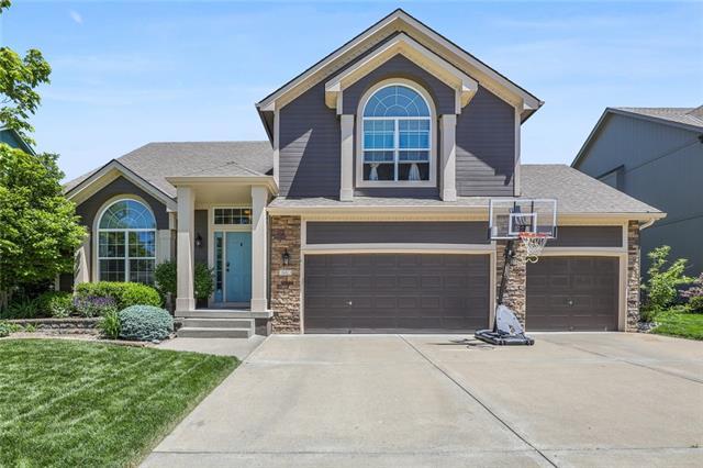 343 SE Highland Park Drive Property Photo - Lee's Summit, MO real estate listing