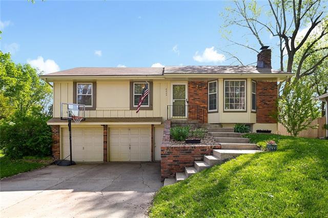 8425 N Tracy Avenue Property Photo - Kansas City, MO real estate listing