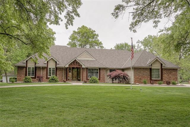 2105 NW Fawn Drive Property Photo - Blue Springs, MO real estate listing