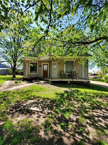 114 N 12 Street Property Photo - Hiawatha, KS real estate listing