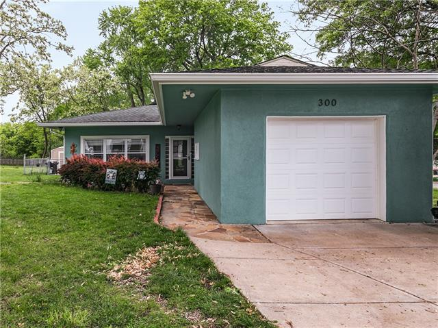 300 W 1st Street Property Photo - Lee's Summit, MO real estate listing