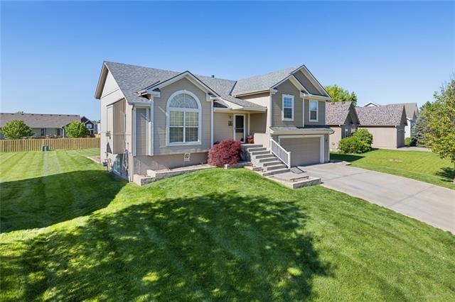 527 E Willow Street Property Photo - Gardner, KS real estate listing