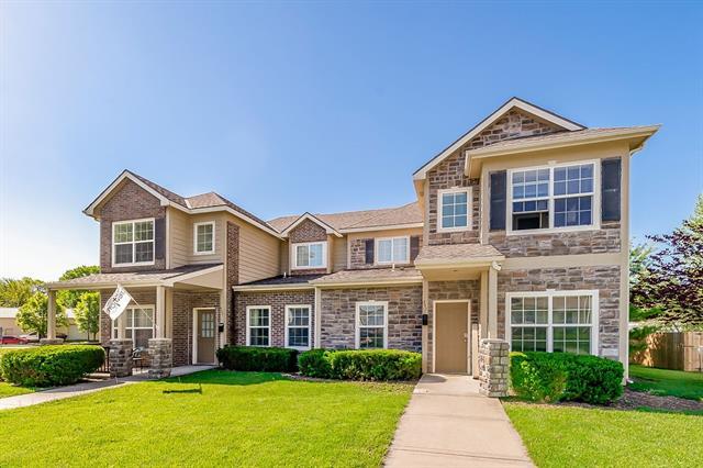 547 E Spruce Street Property Photo 1