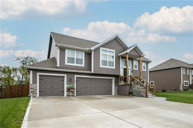 907 N Oak Terrace Property Photo - Tonganoxie, KS real estate listing