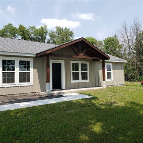 305 W Platte Road Property Photo 1